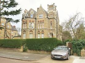 3 bedroom flat in RIVERDALE ROAD, EAST TWICKENHAM