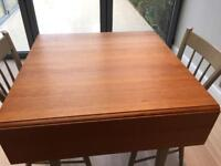 Beautiful designer kitchen table and 4 chairs