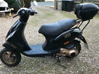 Piaggio Zip 125cc four stroke fantastic scooter black and gold