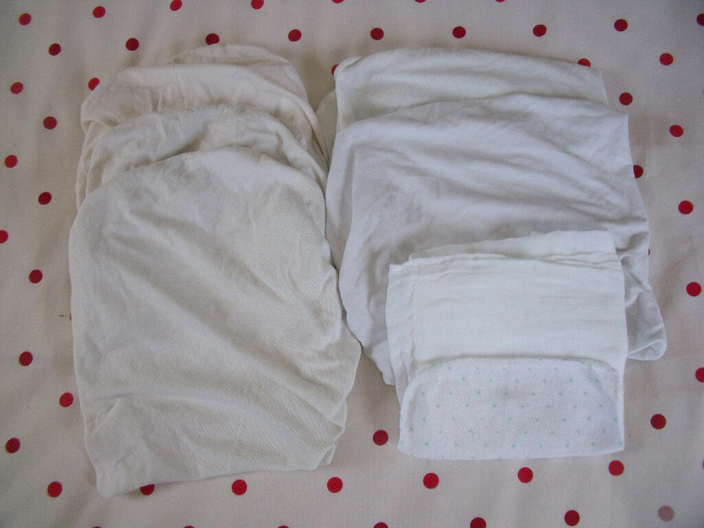 5 fitted (3 cream/2 white) Moses basket sheets; 1 NEW white muslin & 1 NEW baby flannel. £6 ovno lot