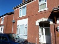 ONE BEDROOM FIRST FLOOR FLAT * DSS CONSIDERED * NEW CARPETS * WALKING DISTANCE TO TOWN CENTRE *