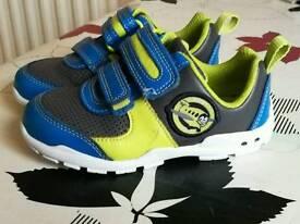 Clarks Brite Zap Fst flashing trainers size 6G
