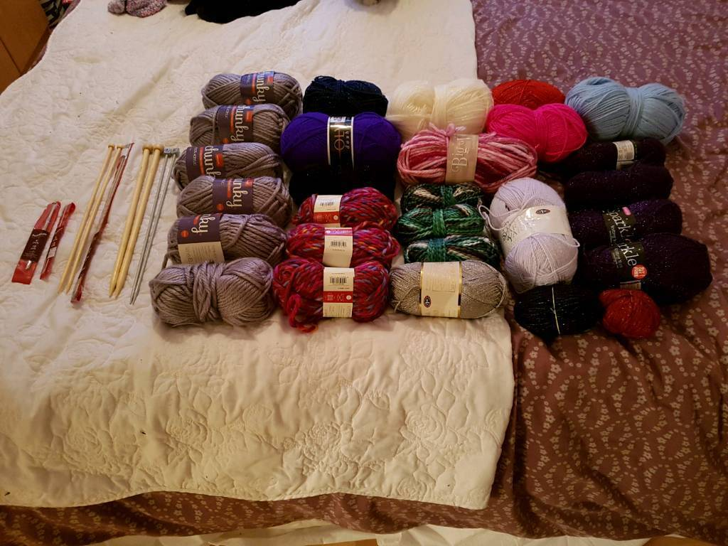 Large bag of mixed wool and needles