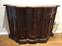 Novalinea sideboard/buffet Italian style mahogany with 3 lockable cupboards and one drawer