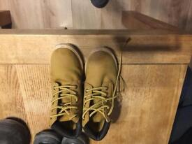 Boys boots size 13
