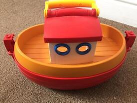 NOAHS ark £3