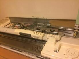 Silver reed 280 knitting machine