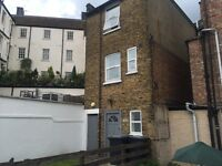 Room to rent in Hendon* Kitchen & Bathroom Shared with 3people* ALL BILLS INCLUDED* Furnished *