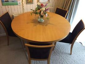 great round/oval table and chairs set, really heave and well made
