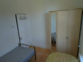 Single, Bright Room, furnished, in friendly shared apartment