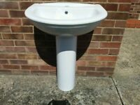 BARMBY BATHROOM BASIN/SINK & PEDESTAL, 600mm WIDE, SINGLE TAP HOLE