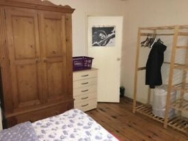 GOOD SIZE DOUBLE ROOM IN SHARE HOUSE,CLOSE TO WESTFIELD SHOPPING CENTER
