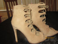 high-heeled shoes size 5