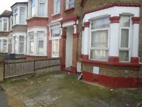 ** Studio Flat * TO LET (Henley Road , IG1) ** £950/-PCM**Part Dhss** Sep kitchen, Sep Toilet