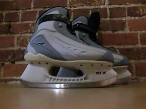 Paire de patin a glace Nike de grandeur 9 (i008803)