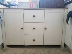 Freestanding kitchen unit storage