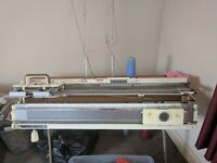 Knitting Machine Knitmaster 700 with ribber and lot of accessories