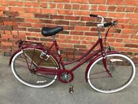 Raleigh Cameo Ladies Town Bike. Beautiful condition. Free Lock, Lights, Delivery