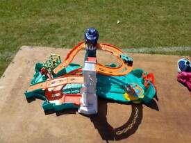Take and play Hot Wheels track