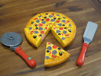 Pizza playset with pizza cutter and slice