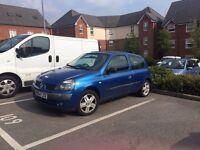 BLUE RENAULT CLIO 2004/2005 FOR SALE- 11 MONTH MOT- £450