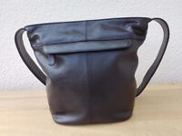 BEAUTIFUL QUALITY BLACK LEATHER FORUM BAG - BUCKET STYLE - **RRP - £89.99**