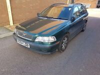 Green Volvo V40 1.9 DS Estate 147k miles 2000 (V-reg) - Spares or Repairs - Clutch needs replaced