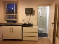 Small Studio in quiet friendly house off Ashley Road, Poole with kitchen area and own bathroom
