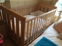 Mamas and Papas Cot / Bed in excellent condition