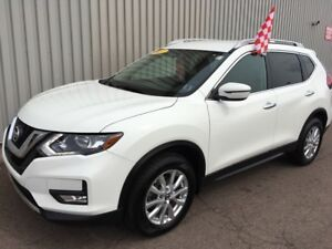 2017 Nissan Rogue SV INCREDIBLE AND LIKE-NEW SUV WITH FACTORY...