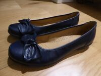 Gabor ladies' navy leather flat shoes size 7 1/2