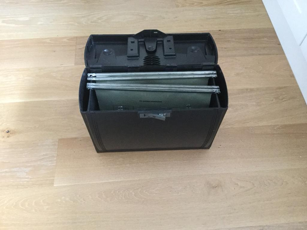 Expanding A4 filing box