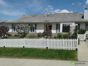 $370,000 - Bungalow for sale in Hinton