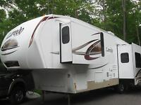 LAREDO FIFTH WHEEL 2010