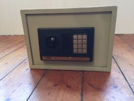 ELECTRONIC SECURITY BOX