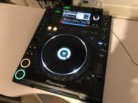 Pioneer CDJ 2000 Professional DJ Deck
