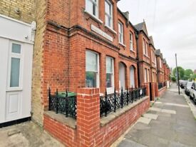 * 3 bed * private patio garden * Ideal for 3x Imperial students * Near 3x tube stations*