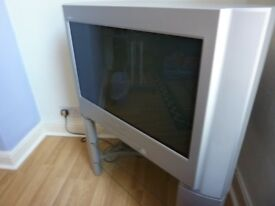 """Sony 28"""" Flat Screen Freeview TV + Matching Stand & Original Remote"""