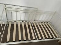 Day bed single white