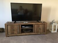 Chilter tv unit bought from next 4 weeks ago for £250. Deciding to out tv in wall hence sale.