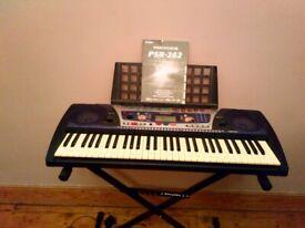 Yamaha Keyboard PSR-262 (61 keys) plus Giraffe Stand