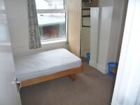 Warm and comfortable single bedroom in a Semidetached shared house
