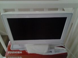 19 INCHE LCD TELEVISION WITH DVD WHITE