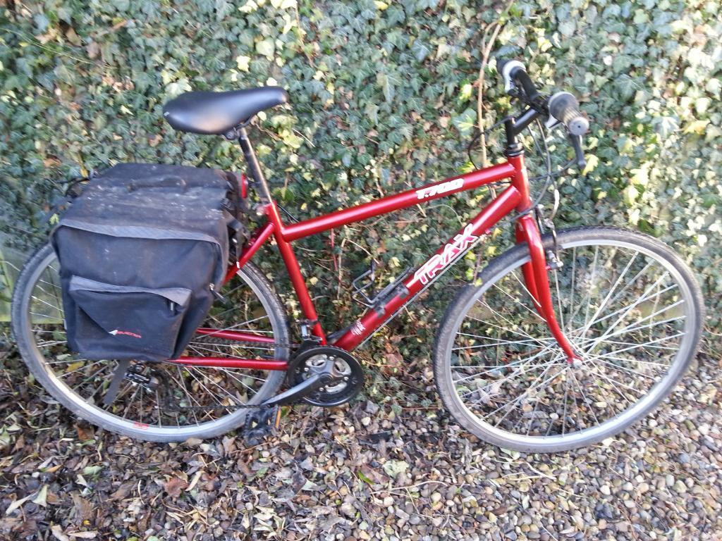 18 Trax T700 Hybrid Bike 18 Speed With Rack And Raleigh Avenir