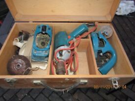 BLACK AND DECKER CARPENTERS BOX WITH TOOLS