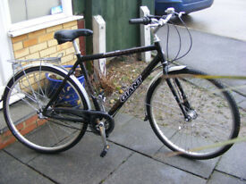 "MANS GIANT HYBRID 700c WHEEL BIKE 21"" ALUMINIUM FRAME IN GREAT CONDITION"