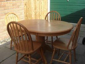 Beautiful Oval Dining Table and Four Chairs