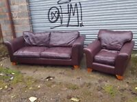 Comfy leather sofa suite. 3+1, a bit of wear. can deliver