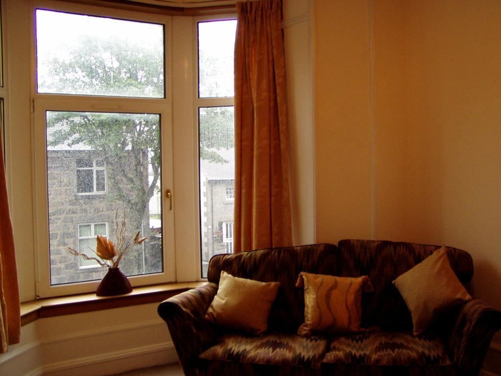 Fonthill Road, Aberdeen. Large bright one bedroom 1st floor flat gas c.h