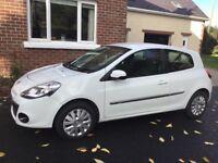 White Renault clio *reduced price*